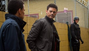 Almost Human - Episode 1.13 - Straw Man (Season Finale) - Promotional 写真