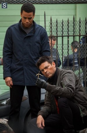 Almost Human - Episode 1.13 - Straw Man (Season Finale) - Promotional foto's