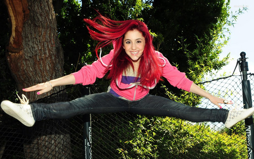Ariana Grande wallpaper with a chainlink fence entitled Awsome Ariana