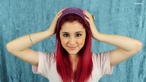 Ariana Grande wallpaper probably containing a portrait entitled Awsome Ariana