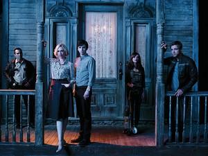 Season 2 promotional các bức ảnh