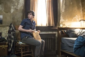 BATES MOTEL Episode 2.2 사진 Shadow Of A Doubt