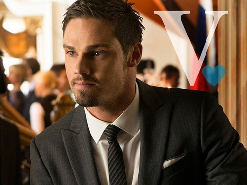 Beauty and the Beast (CW) Обои with a business suit and a suit called V for Vincent