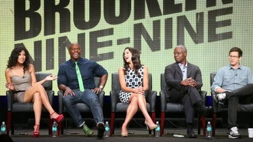 Brooklyn Nine-Nine Обои containing a business suit called Brooklyn nine-nine
