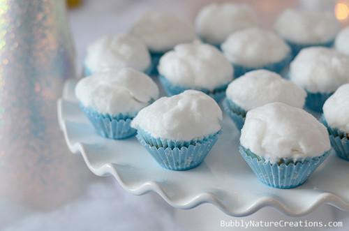 Cakes wallpaper containing a cupcake entitled Frozen cupcake