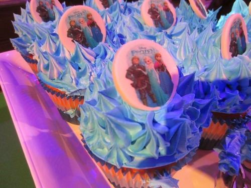 Cakes wallpaper titled Frozen cupcake