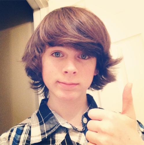 Chandler Riggs Hintergrund called Chandler selfie :)