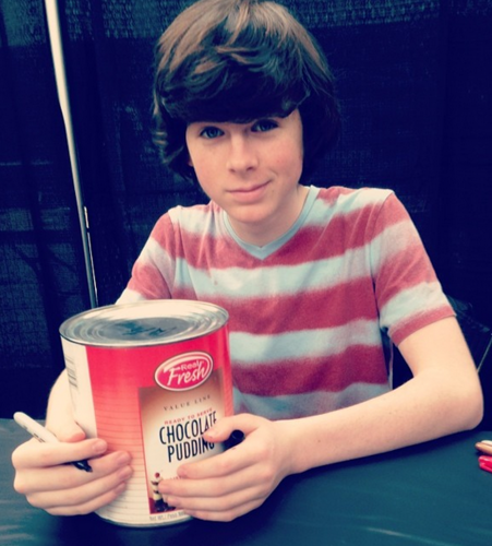 Chandler Riggs Hintergrund called Chandler signed pudding for a Fan a couple of weeks Vor