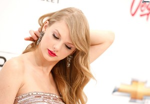 Taylor Swift**