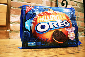 Halloween oreo cookie