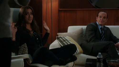 Coulson & Skye fond d'écran containing a living room, a family room, and a business suit called Coulson & Skye ☆