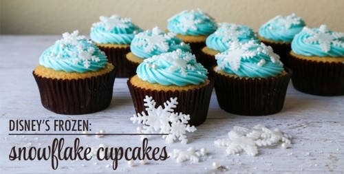 Cupcakes wallpaper containing a cupcake entitled Frozen Cupcakes