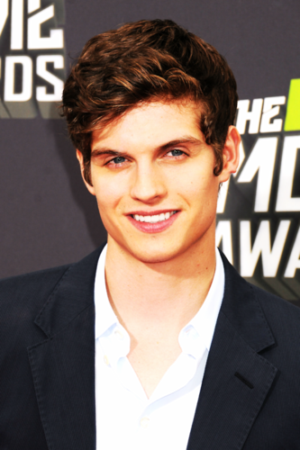 Daniel Sharman wallpaper containing a business suit and a suit titled Daniel Sharman