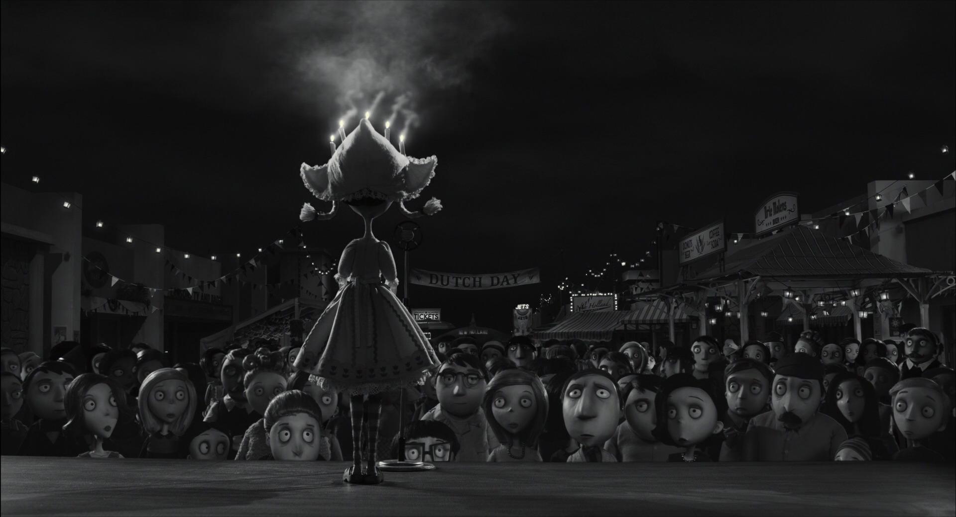 Screencaps of Elsa