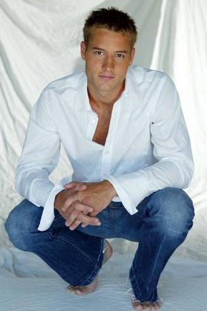 Justin Hartley ★
