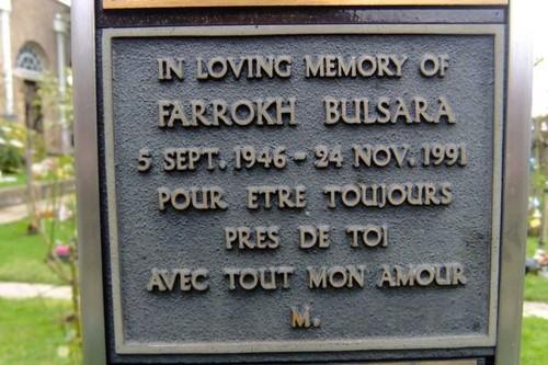 요절한 유명인 바탕화면 titled Freddie Mercury's final resting place