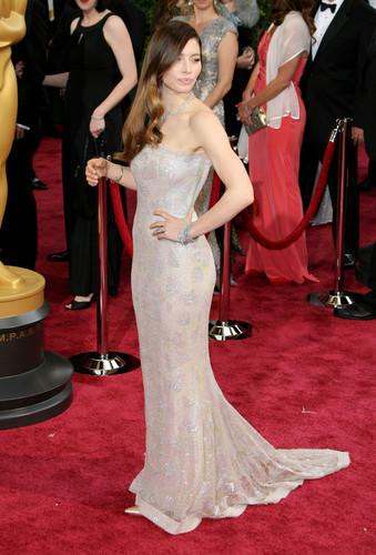 jessica biel wallpaper containing a bridesmaid, a jantar dress, and a vestido titled Jessica at the Oscars 2014