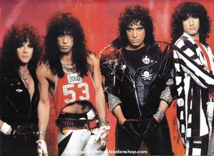 किस ~Paul, Eric, Bruce, and Gene