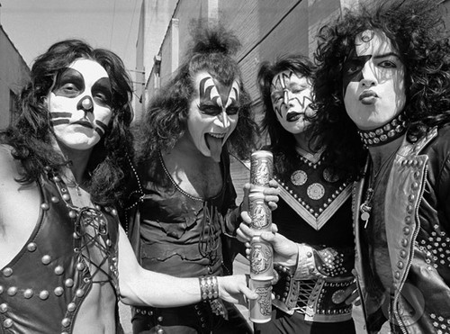 KISS wallpaper called KISS ~Creem photo shoot 1974