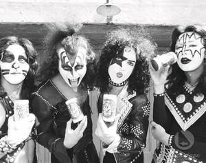 kiss ~Creem foto shoot 1974