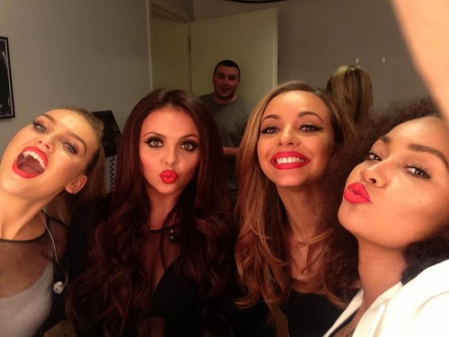 maliit na ihalo wolpeyper containing a portrait titled New Little Mix selfie today :D