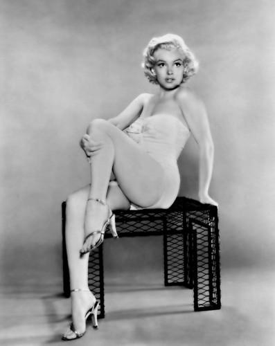 Marilyn Monroe karatasi la kupamba ukuta entitled Glamour Shot