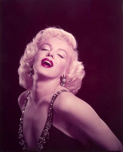 Marilyn Monroe karatasi la kupamba ukuta titled Screen Goddes