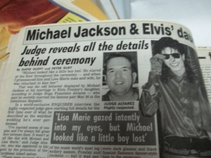 An 記事 Pertaining To Michael And Lisa Marie Presley's Wedding