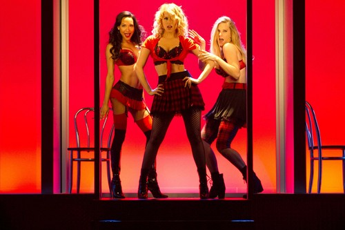 Quinn Fabray kertas dinding with a konsert called The Unholy trinity, 100