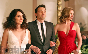 'Revenge' First Look: Olivier Martinez gets close to Victoria...and Emily?