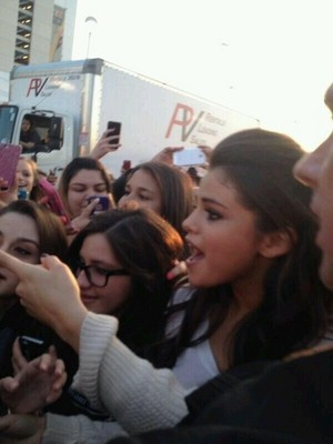 Selena meeting 粉丝 in Houston (March 9)