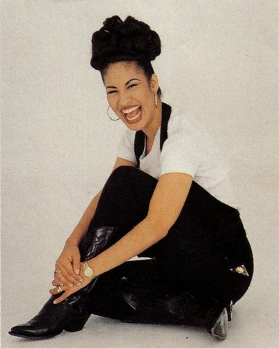 Selena Quintanilla-Pérez wallpaper probably containing a well dressed person, an outerwear, and a hip boot called Selena Quintanilla-Perez ♥