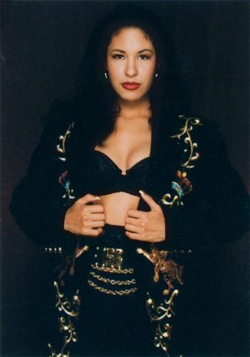 Selena Quintanilla-Pérez wallpaper probably containing a portrait called Selena Quintanilla-Perez ♥