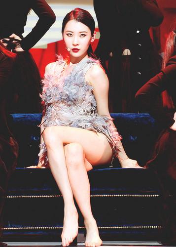 Sunmi Обои with a hip boot entitled Sunmi 'Full Moon'