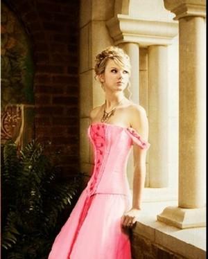Gorgeous Taylor
