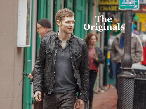 ang mga orihinal wolpeyper containing a business suit and a kalye called The Originals - Klaus