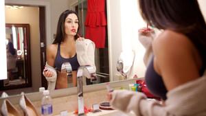 Diva Tag Off: Nikki Bella