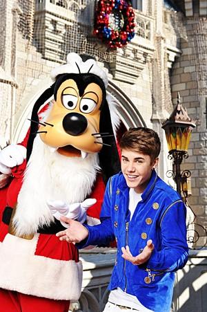 Walt Disney Photos - Goofy Goof & Justin Bieber