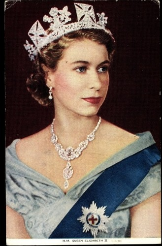 Queen Elizabeth II wallpaper called queen elizabeth ii jewellery