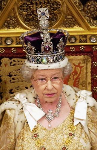Ratu Elizabeth II kertas dinding titled Queen elizabeth ii jewellery