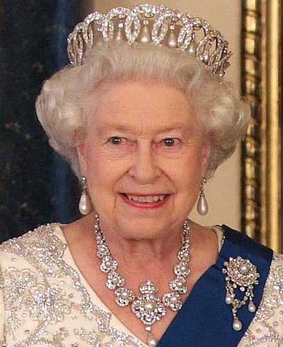 Queen Elizabeth II wallpaper titled queen elizabeth ii jewellery