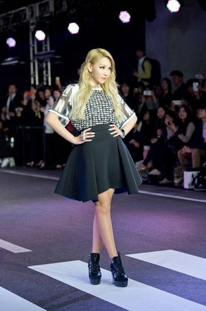 2NE1's CL 'DKNY' fashion tunjuk