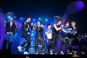 2PM and GOT7 on stage at 'M! Countdown' in Japon