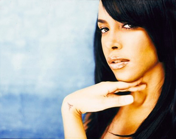 Aaliyah photographed by Jonathan Mannion [better quality]