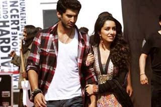 愛するがゆえに (Aashiqui 2) 壁紙 probably with a business suit, a well dressed person, and a hip boot entitled Aditya And Shradha