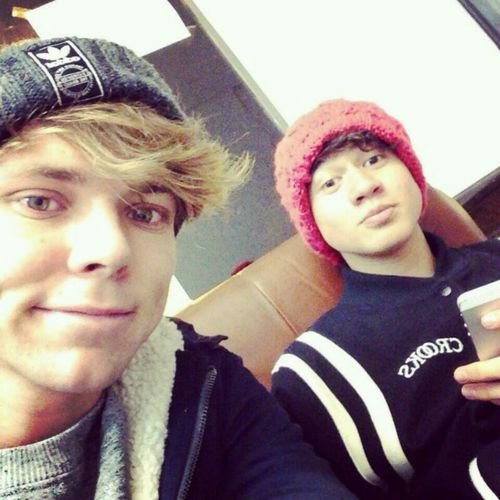 Ashton and Calum - Calum Hood Photo (36887594) - Fanpop