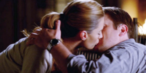 Caskett wallpaper called Caskett kiss