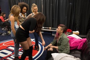 Demi checkin out Jesy's tattoos - backstage at the Neon Lights Tour