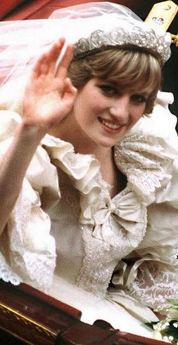 Princess Diana wallpaper possibly containing a bouquet called Diana On Her Wedding Day Back In 1981
