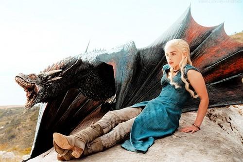 Game of Thrones karatasi la kupamba ukuta containing an atlantic walrus and a pacific walrus titled Daenerys Targaryen & Drogon